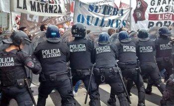Infantería reprimió a los trabajadores de Pepsico que marcharon al Congreso   Pepsico