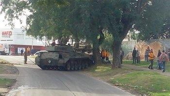Impresionante choque de un tanque blindado en Entre Rios  | 9 de julio