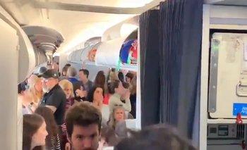 Un video muestra el apoyo de los pasajeros a los pilotos de Aerolíneas Argentinas | Aerolíneas argentinas