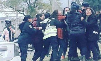 Salta: La Policía reprimió a docentes que se manifestaban   Protestas tras los hechos