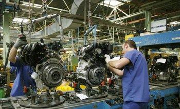 Tras 13 meses en caída, la actividad económica tuvo un pequeño rebote en mayo | Crisis económica