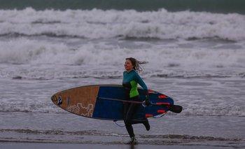 Abren bares, restoranes y permiten surfers en Mar del Plata   Coronavirus en argentina