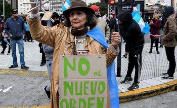 Las delirantes teorías detrás de los manifestantes anticuarentena | Coronavirus en argentina