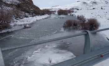 Las imágenes impactantes de un río congelado en la Patagonia   Fenómenos naturales