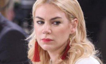 Papelón: grabaron a Esmeralda Mitre trepándose a la casa de su ex   Farándula