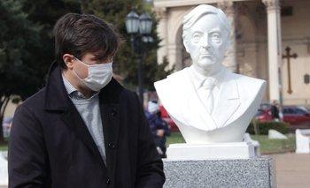 Morón: se restituyó el busto de Néstor que derribó Cambiemos | Provincia