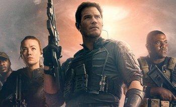 Cómo es La guerra del mañana, la película que salteó los cines y llegó a Amazon   Cine