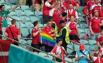 La UEFA investiga la confiscación de una bandera LGBTIQ+ en la Eurocopa | Uefa