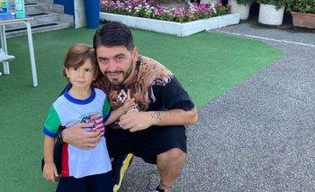 Diego Maradona Jr besó a su hijo en la boca y enfureció a todos   Redes sociales