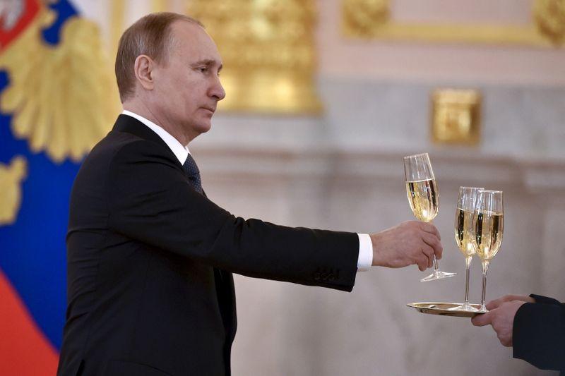 Insólita disputa entre Francia y Rusia por el etiquetado del champán | Diplomacia