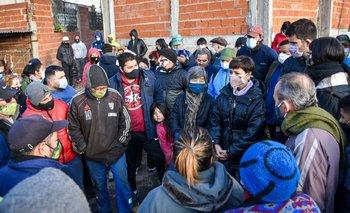 Incendio arrasó una cooperativa: autoridades estuvieron con trabajadores | Provincia