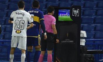 Escandaloso VAR en la Libertadores: le anularon un gol insólito a Boca   Copa libertadores