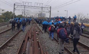 Nueva protesta en las vías del Tren Roca: servicio suspendido  | Tren roca
