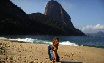 La historia de la nena de 4 años que limpia el mar en Brasil | Medio ambiente