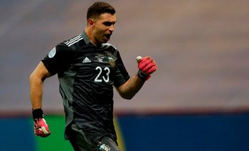 Dibu Martínez confesó que fue tentado por otra Selección antes de la Copa América | Fútbol