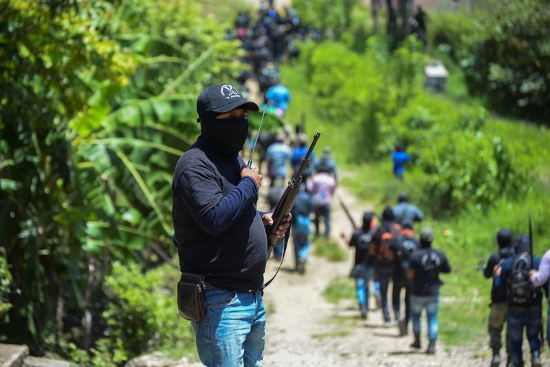 Civiles se arman contra el crimen organizado en México | México
