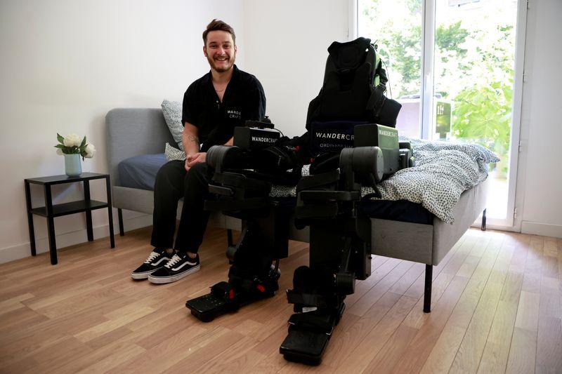 Padre construye un exoesqueleto para ayudar a caminar a su hijo   Tecnología