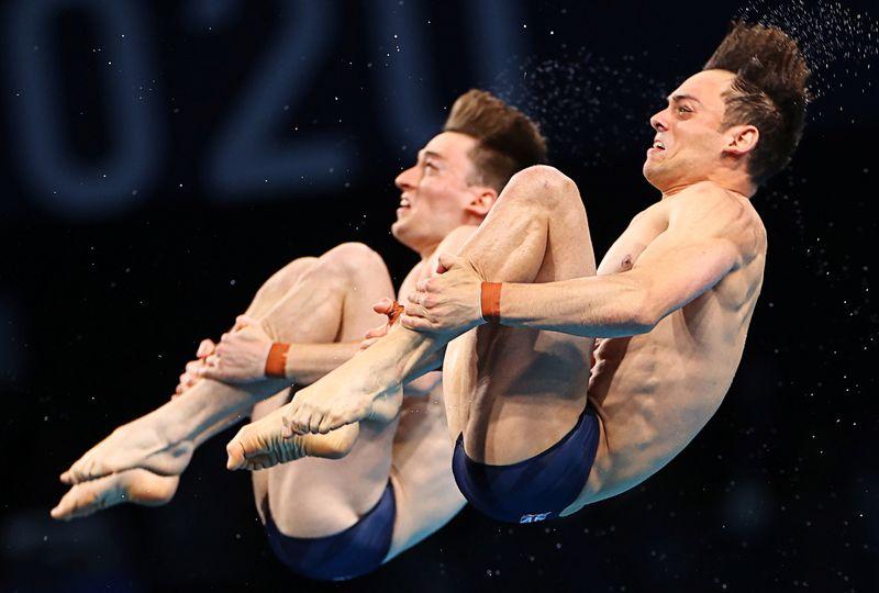 Impresionante precisión: clavadistas británicos ganan el oro | Juegos olímpicos