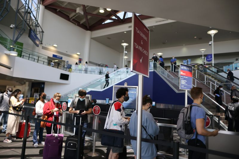 Estados Unidos no levantará las restricciones de viajes por la variante Delta   Coronavirus