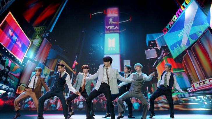 McDonald's lanzó un combo inspirado en la banda BTS   Consumo