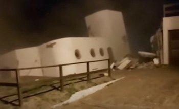 Video de la sudestada en Mar del Tuyú: el mar se comió una casa entera | Video