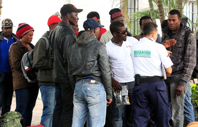 Miles de migrantes haitianos están varados en la frontera entre Colombia y Panamá | Migrantes