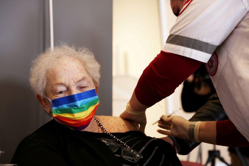 Israel ofrecerá un tercer refuerzo de la vacuna de Pfizer a los mayores de 60 años | Coronavirus