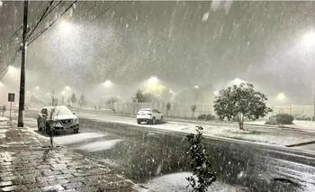 Ver la nieve por primera vez a los 62 años: en Brasil se deleitan con la ola de frío | Clima