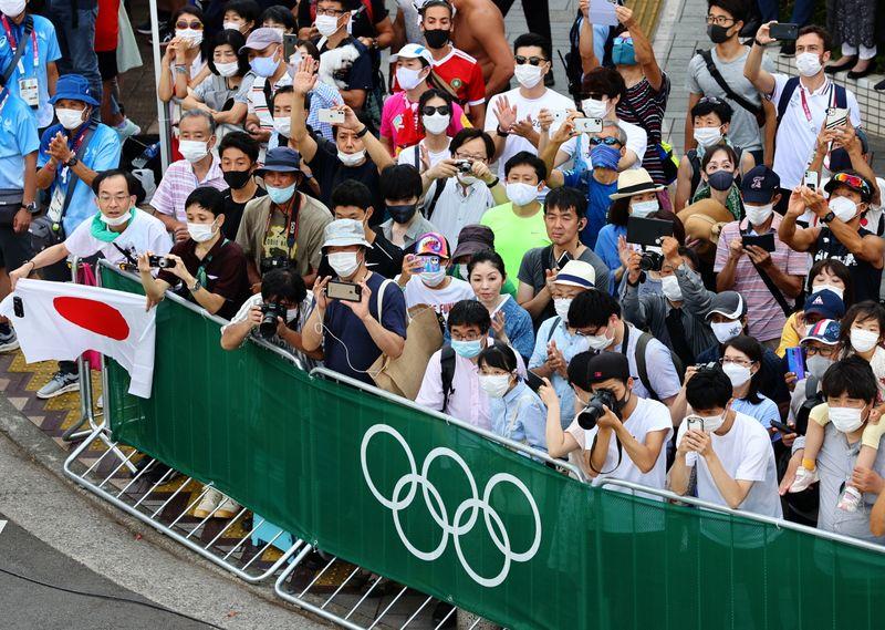 Multitudes de aficionados al triatlón de Japón desafían prohibición  | Juegos olímpicos