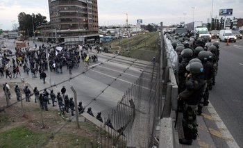 El Gobierno relevó la cúpula de Gendarmería por represión a choferes de la Línea 60   Gendarmería