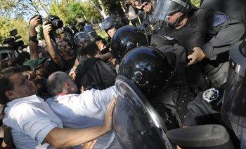 Tres años después de la brutal represión en el Hospital Borda sobreseyeron a Macri   Represión en el borda