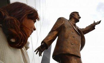 Polémico: el Gobierno de Ecuador sacará la estatua de Néstor Kirchner en Unasur por los cuadernos   Ecuador