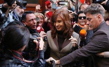 Cristina Kirchner llegó a Comodoro Py acompañada por dos dirigentes cercanos al Papa Francisco | Claudio bonadio