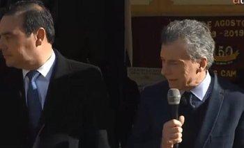 Un niño se desmayó junto a Macri cuando hablaba de educación pública | Mauricio macri