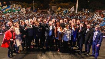 Los Fernández cerraron la campaña en Rosario frente a una multitud   Elecciones 2019
