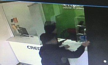 La Plata: dos policías uniformados intentaron asaltar una financiera | Se fueron caminando