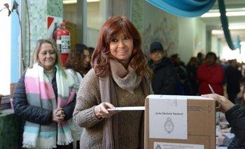 Cristina Kirchner fue a votar y fue recibida con una cálida bienvenida    Elecciones 2019