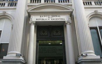 El BCRA obliga a bancos privados a vender dólares  | Banco central