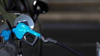 En plena crisis, el Gobierno autorizó un aumento del 4% en las naftas | Todo sube