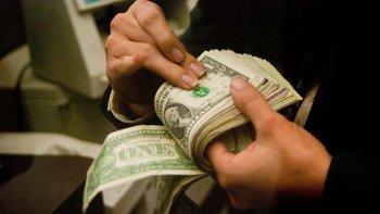 En sólo dos días, los ahorristas retiraron más de U$S 700 millones de los bancos | Dólar