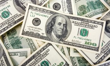 El dólar cerró a $ 57,37   Dólar