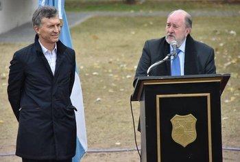 El Gobernador de La Pampa enfrentó a Mauricio Macri    Petróleo