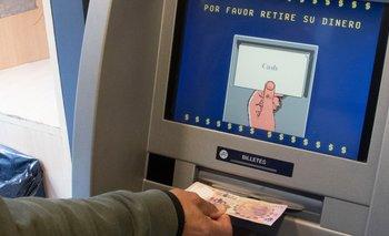 Los cajeros automáticos dejan de ser gratis: cuánto habrá que pagar | Bancos