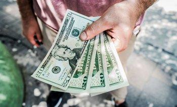 El dólar blue bajó dos pesos y cotizó a $ 149 | Mercado cambiario