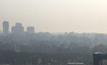 ¿Por qué hay humo y olor a quemado en CABA? | Fenómenos naturales