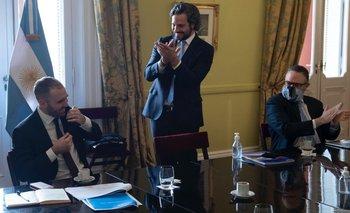 Video: el gabinete recibió con un aplauso a Guzmán | Reestructuración de la deuda