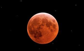 Por qué la luna se vio roja en distintos puntos del país | Fenómenos naturales