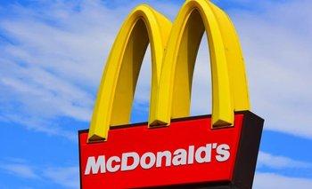 Tiembla McDonald's: Hallan trozos de mascarilla en nuggets  | En redes