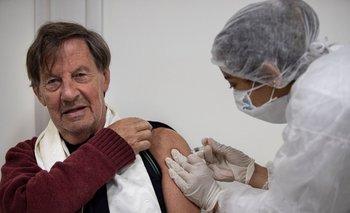 Voluntarios comenzaron a aplicarse la vacuna contra el COVID | Pandemia