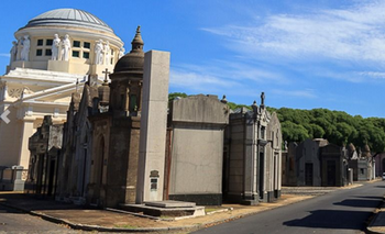 Trabajadores de cementerios piden ser vacunados y harán un paro | Coronavirus en argentina